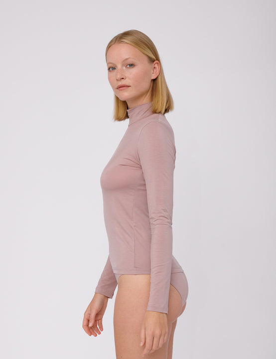 TENCEL™ Lite Turtleneck | Dusty Rose - Slow Fashion Zürich (Schweiz) für deine Capsule Wardrobe.
