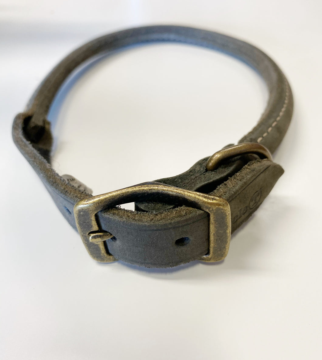 Grey rolled leather collar