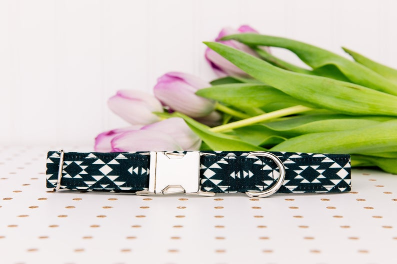 Walk in the Bark Collar: Black/White Aztec