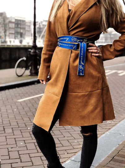 Elvy extra long belt with text Go your own way Blue