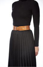 Load image into Gallery viewer, Elvy leather belt with old silver buckle and eyelets Cognac