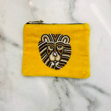 Load image into Gallery viewer, Bulu Brands Velvet wallet-etui with beaded lion