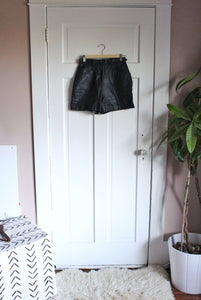 elizabeth o. vintage - Leather Shorts