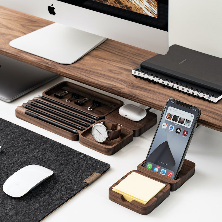 Organizing your desk will become easier thanks to some useful accessories.