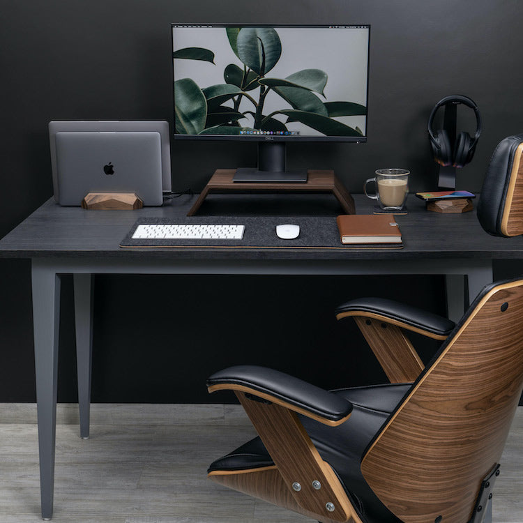 Good desk organization increases the comfort of our work.