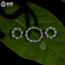 Load image into Gallery viewer, Leaf Circle Pendant & Earring Set