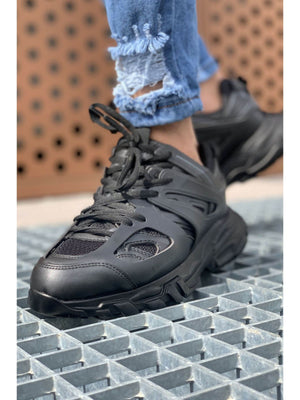 Sneakerjeans Triple Black Sneaker CH301
