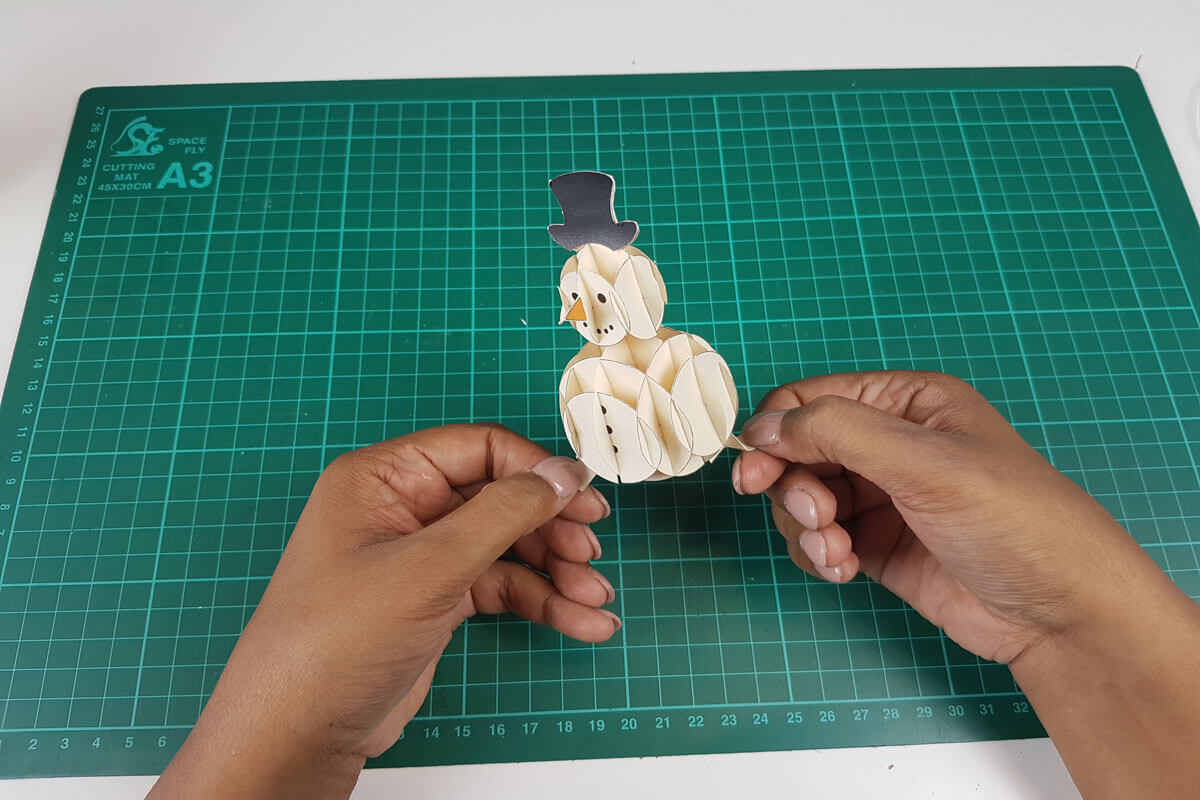 How To Make a 3D Christmas Pop Up Card - picture of finished 3D snowman pop up element