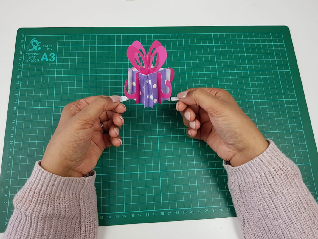 How to make a birthday pop up card tutorial - picture of the pop up present fully constructed