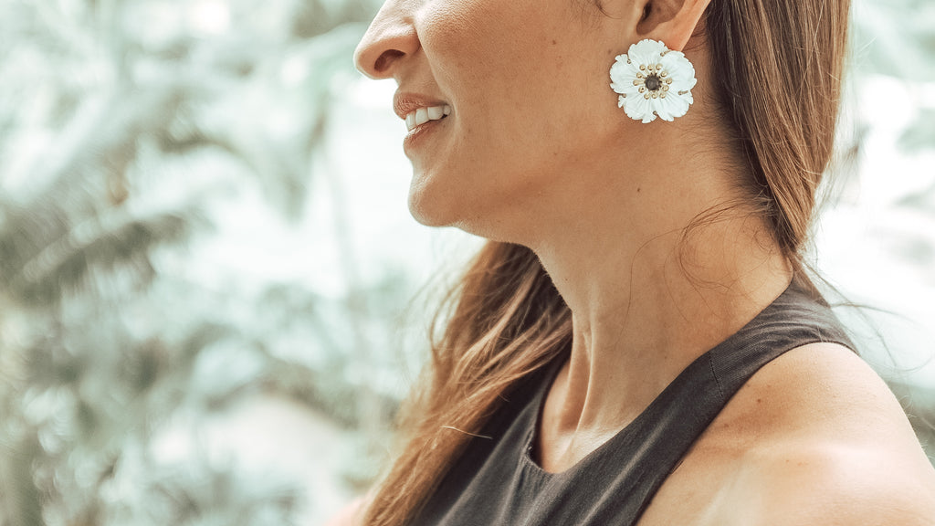 Blakely Earrings White