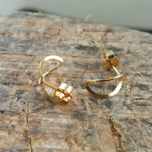 Load image into Gallery viewer, Leaf earstuds in goldplated silver