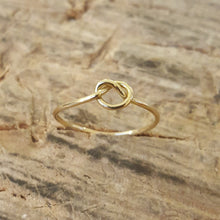 Load image into Gallery viewer, Knot ring in 18 carat gold