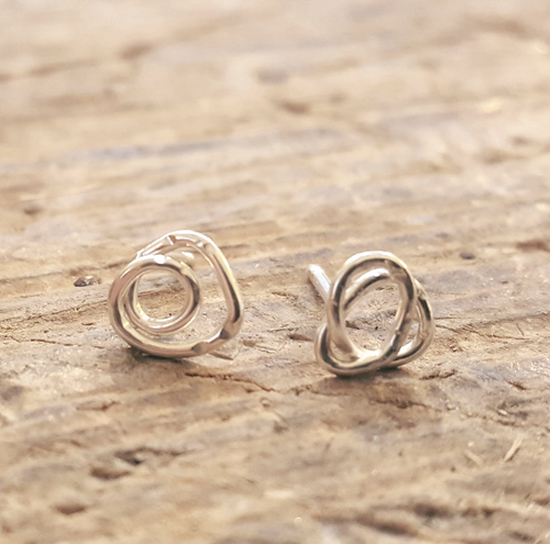 Twisted earstuds in silver