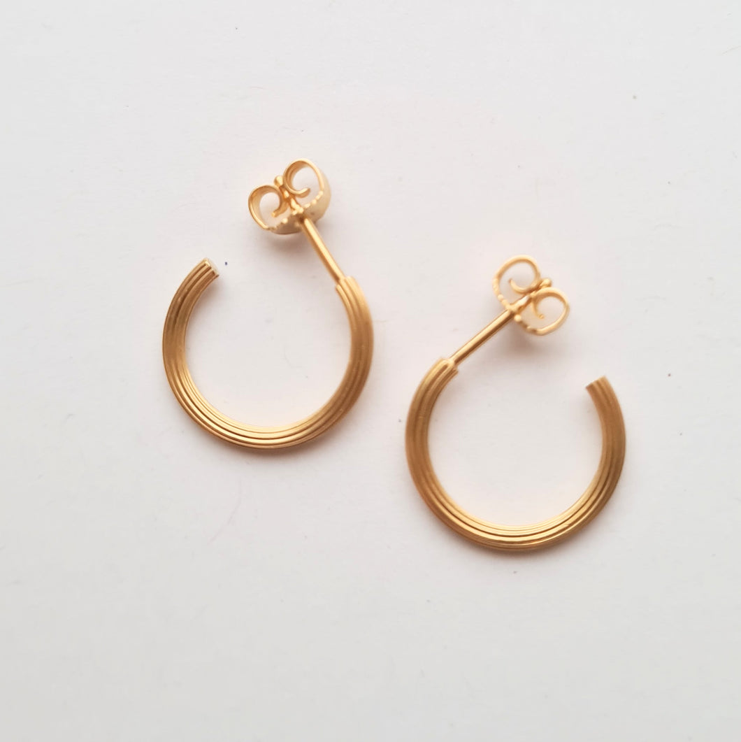 Ribbed hoops small goldplated