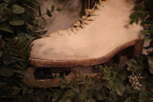 Vintage 1950s Ladies White Fagan Ice Skates