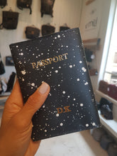 Load image into Gallery viewer, Passport Cover- snow