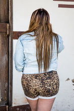 Load image into Gallery viewer, LEOPARD SHORT DENIM W/ROLLED CUFF