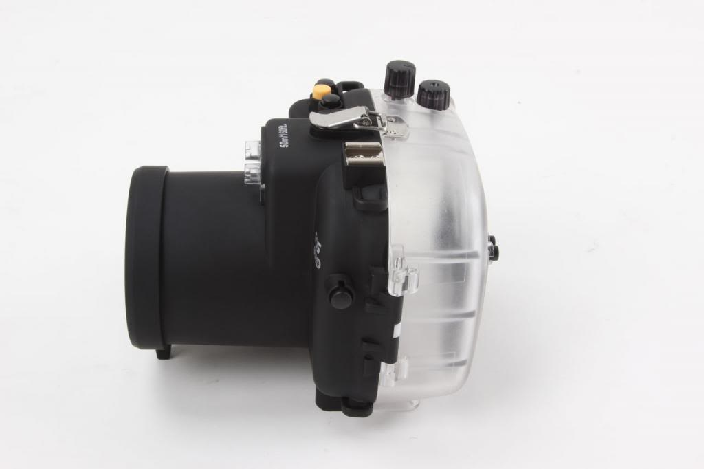 Polaroid SLR Dive Rated Waterproof Underwater Housing Case For The Canon T3I with a 18-55mm Lens