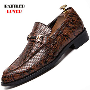 2019 Snake Leather Pointed Men Formal Business Brogue Shoes Luxury Men's Dress Shoes Males Casual Leather Wedding Party Loafers
