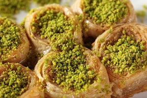 1.65 lb (750 gr) Palace Roll Baklava with Walnut