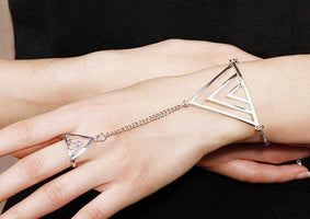 New Punk Design Slave Bracelet Back of Hand Triangular Elements with Finger
