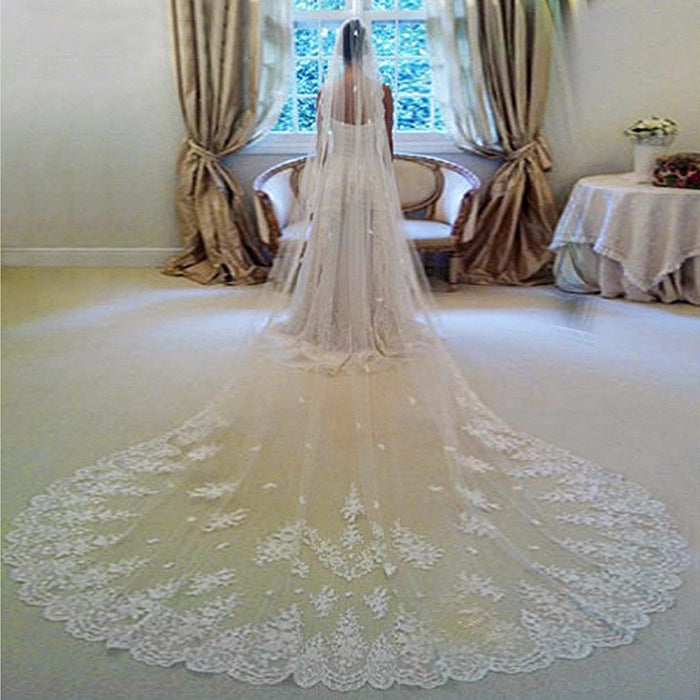 Wedding Veil Bridal White / Ivory Lace Edge With Comb Wedding Soiree