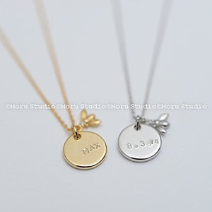 Moru Studio Custom Initial Disc Necklace with Dainty Bee Charm/ Handstamped Letter Necklace, Coin Tag, Personalized Name Necklace Teen Mommy Gift NCR060