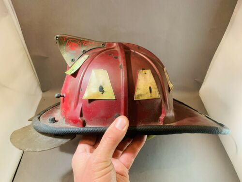 Rare Vintage Cairns & Brothers Red fireman's helmet / Hard Hat with Liner Nice!