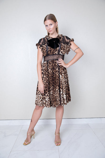 Leopard print ribbed ruffled neck and sleeveless silk chiffon and lace dress