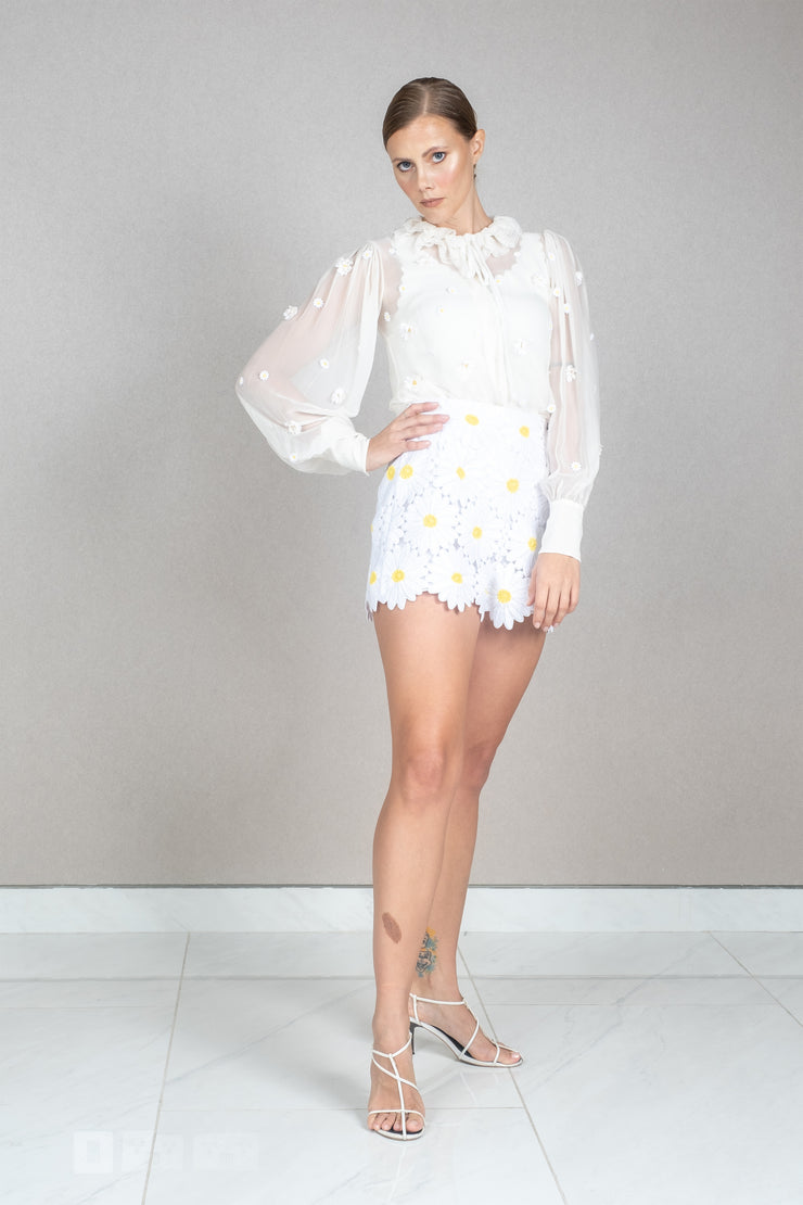 White daisy floral applique silk shirt