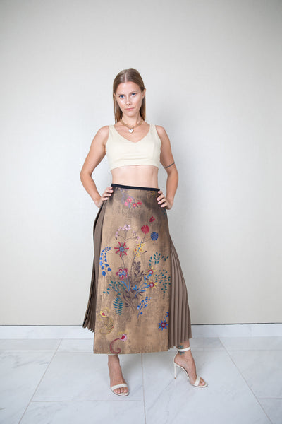 Floral embroidered side pleats midi skirt