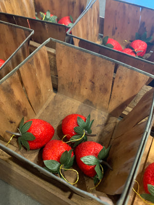 Strawberry carrier with six quarts and berries