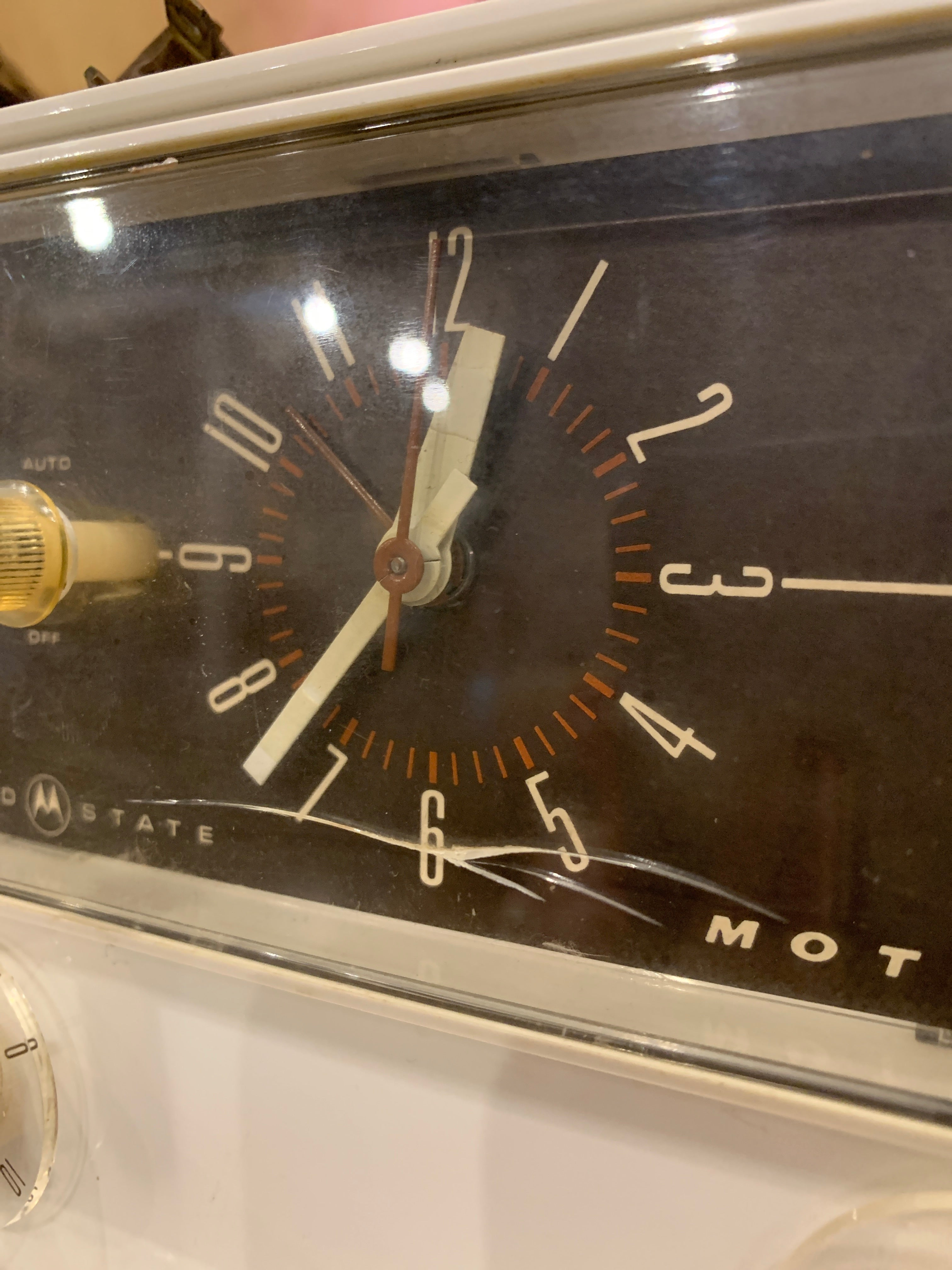 Vintage Motorola AM clock radio, works, slight crack in face