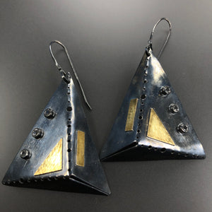 Pyramid earrings in 18K gold, sterling silver, and white topaz