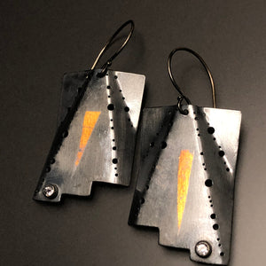 Quasi-rectangular ripple earrings in 23.5 K gold, sterling silver, and white topaz