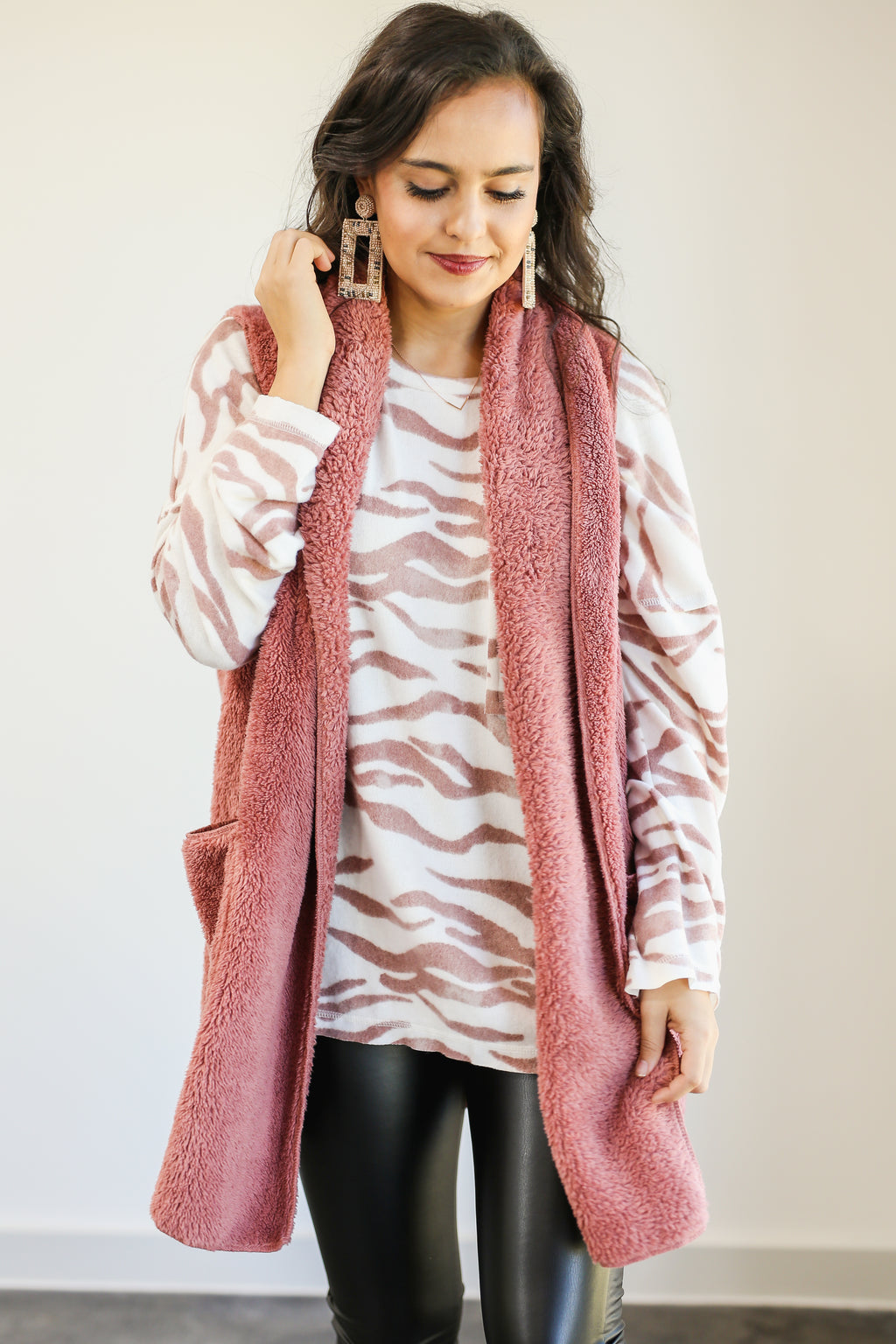 Ready Set Cozy Sherpa Vest In Mauve