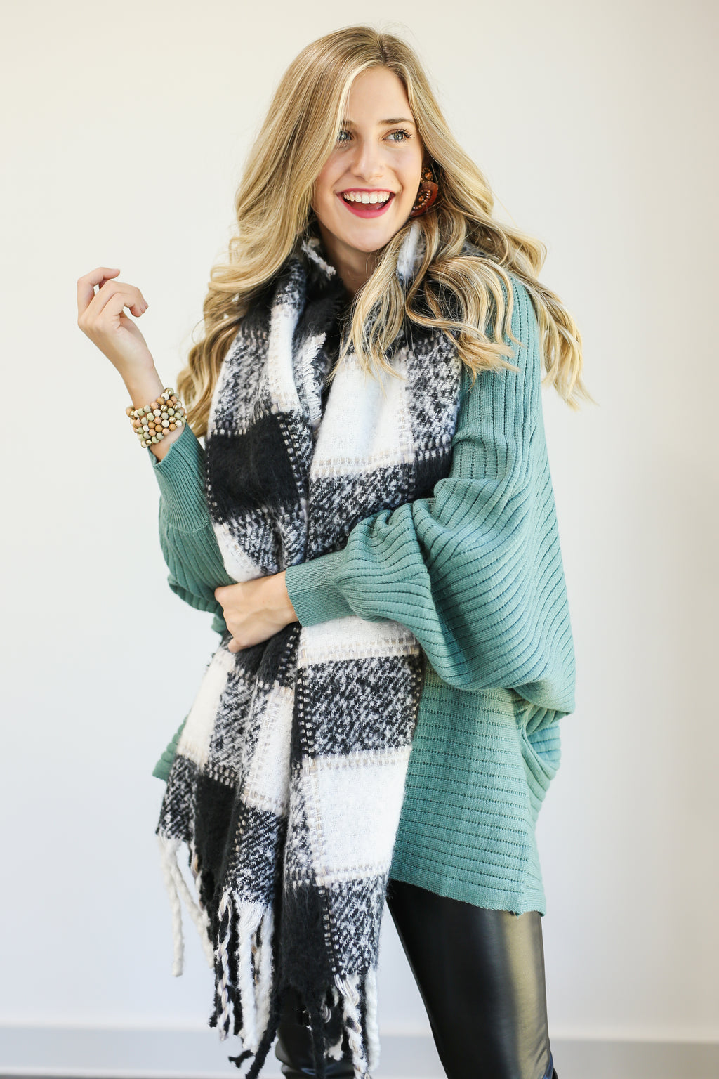 Cozy Time Bliss Plaid Scarf In Black