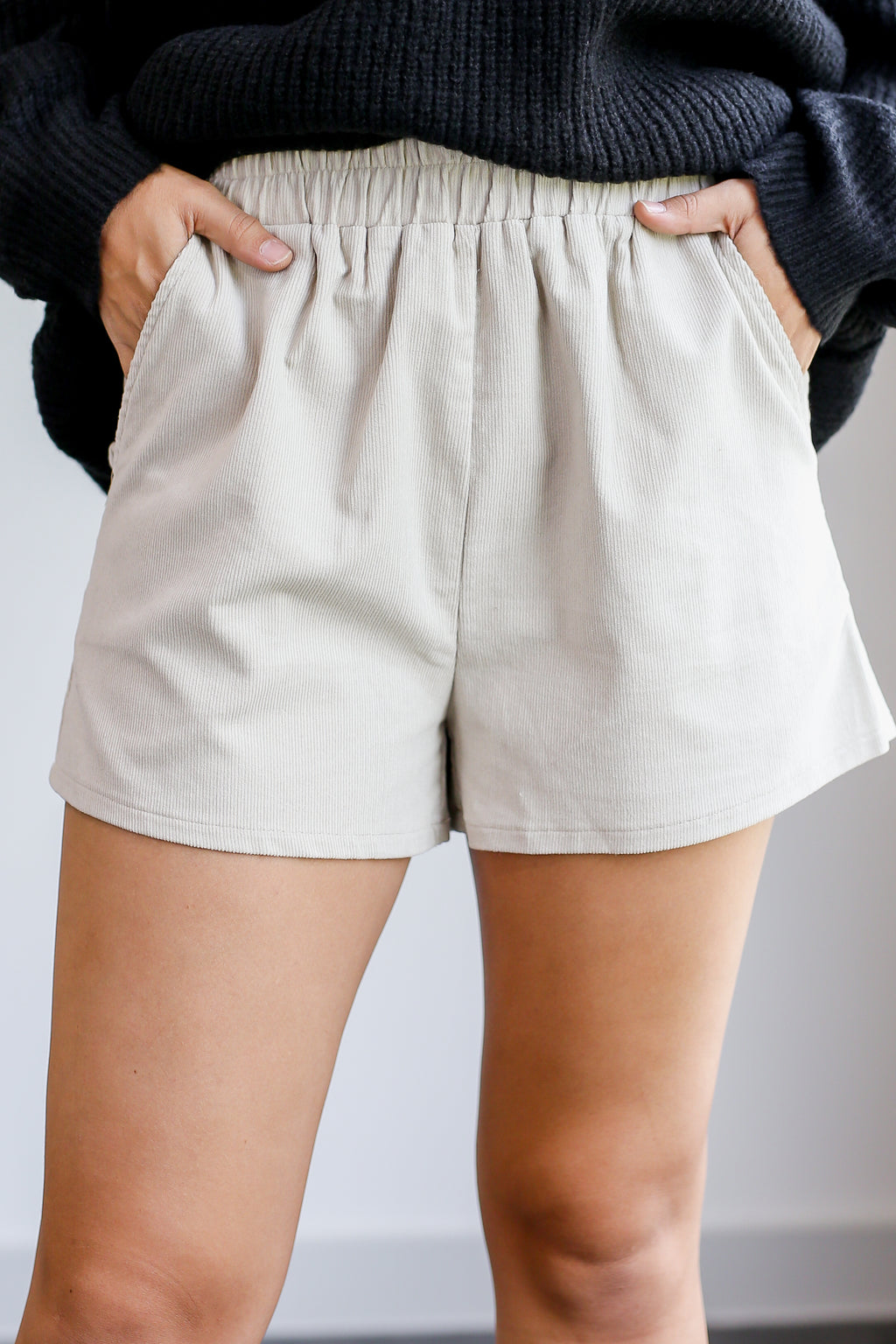 Central Park Lover Corduroy Shorts In Taupe