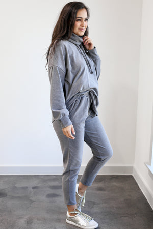 Cozy On The Run Shift Top In Charcoal