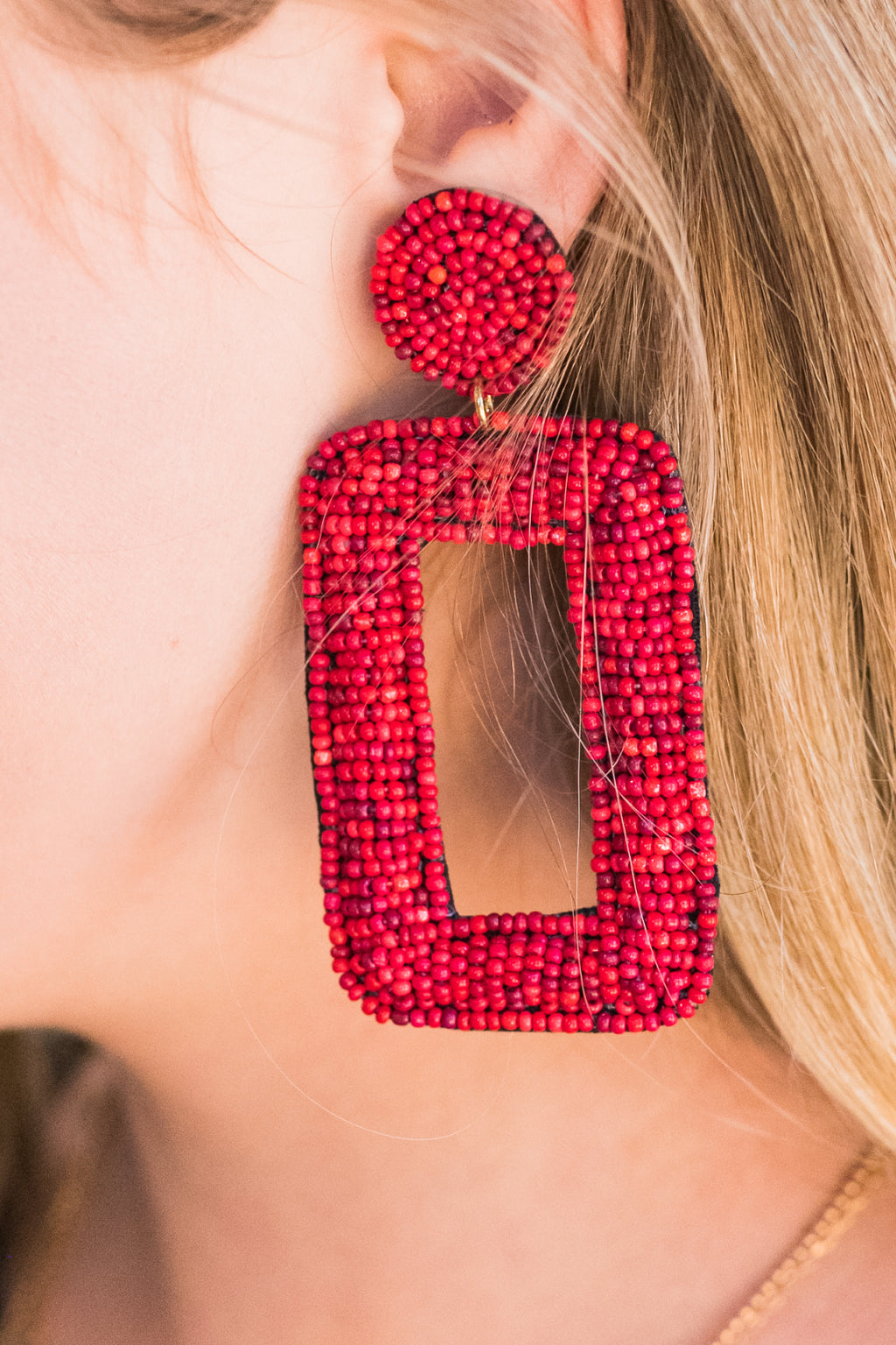 Concert Dreamin' Earrings In Red