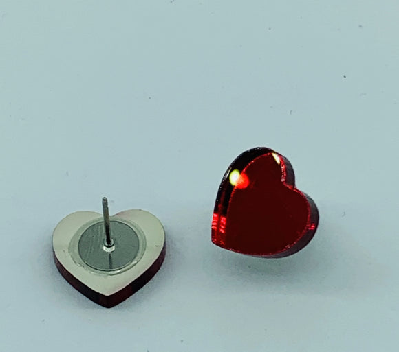 I Heart U in Mirror, Mirror on the Wall Studs