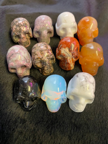 Miscellaneous 1 inch gemstone skulls