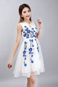 Chinese Traditional Style White Chiffon Dress With Blue Flowers Embroidery