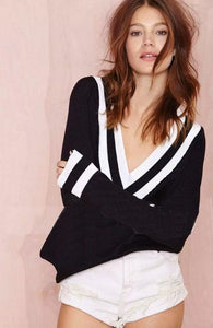 Wide Tailored V-Collar Knitted Sweather Black & White
