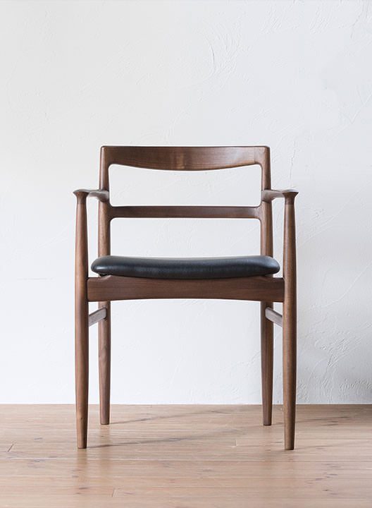 ROUNE ARM CHAIR