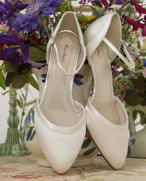 Bridal shoe Brianna - In White Shop