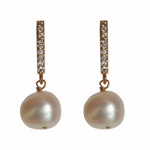 Freshwater pearl earrings with pendant