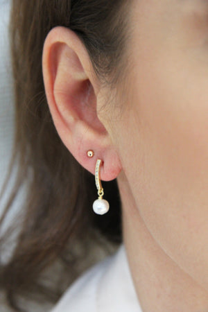 Gold earrings with freshwater pearl pendant