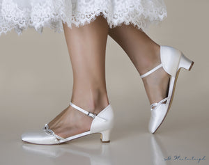Bridal shoe Annie with straps