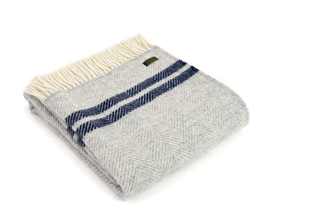 "Wolldecke ""Fishbone Two Stripe Silver Grey & Navy"" / Tweedmill"
